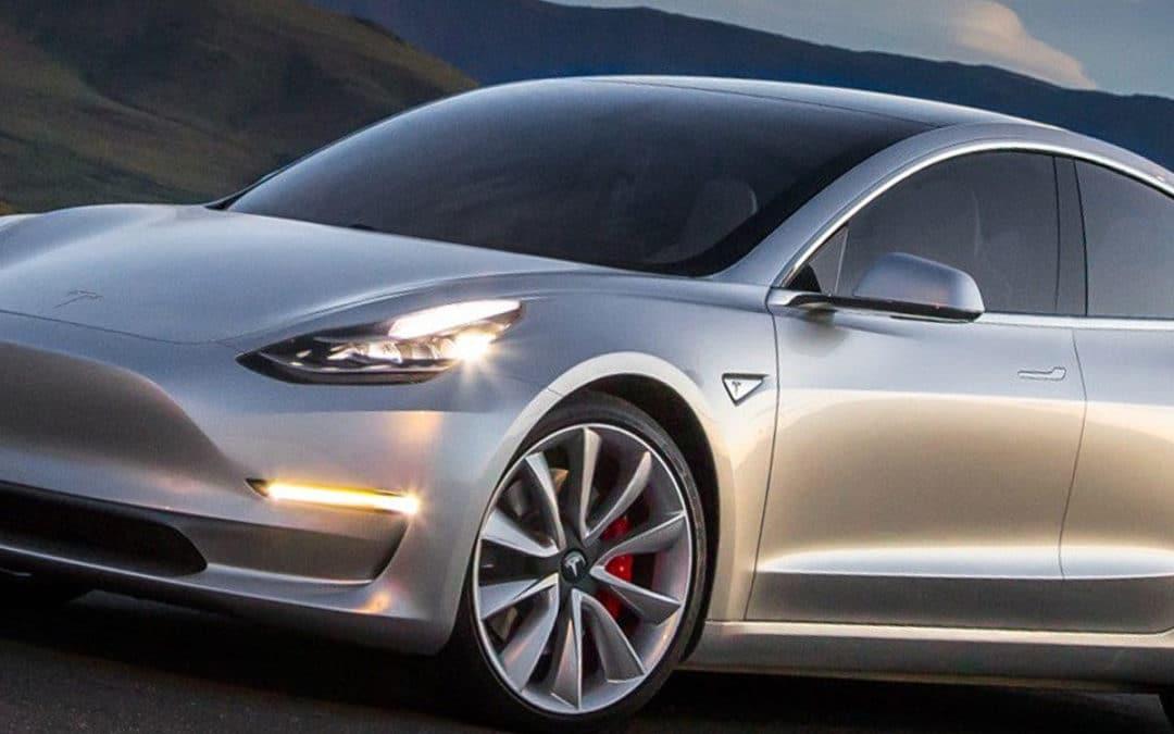 Coche eléctrico Tesla Modelo 3 está aquí, y es mucho más que un coche eléctrico.