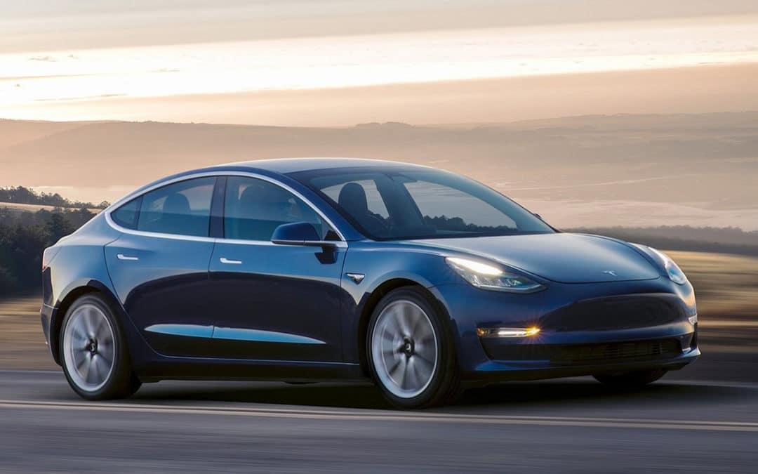 La producción del Tesla modelo 3 se retrasa debido a piezas defectuosas.